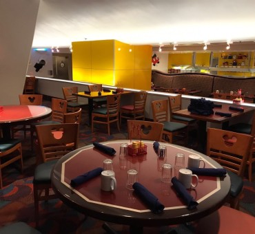 DISNEY: JANTAR NO CHEF MICKEY'S